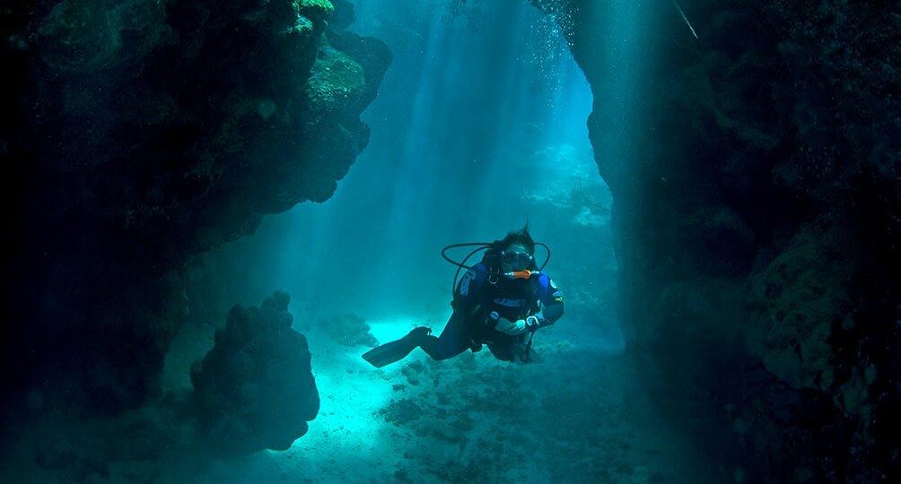 Pro Dive Samadai caves bubbles flat resized